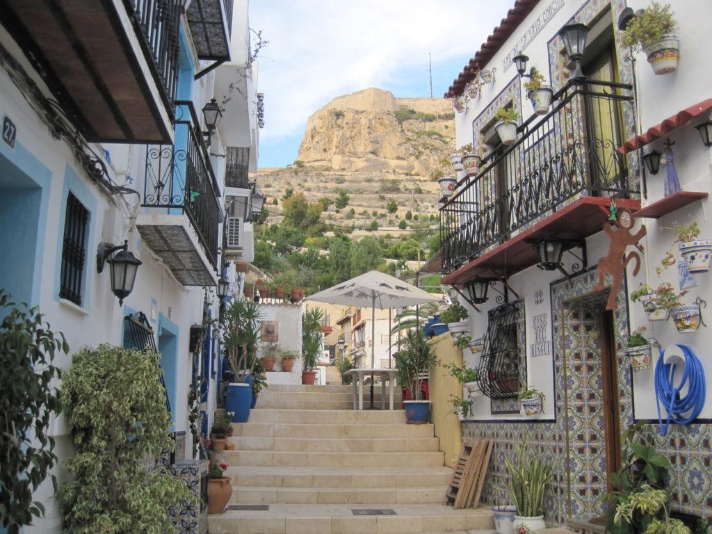 Un pueblo de Alicante, el cual podría ser Mors, escenario donde ocurren todos los sucesos