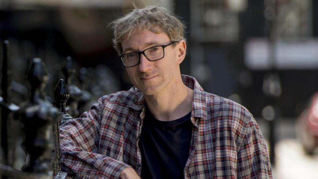 Stuart Turton, el escritor de la novela Las siete muertes de Evelyn Hardcastle con la que consiguió el Premio Costa