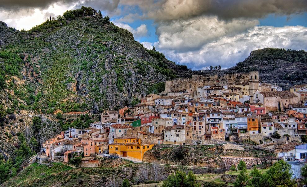 Este podría ser Mors ( Alicante), pueblo donde se desarrolla No mentirás. Sin duda, un lugar idílico para rodar la novela.