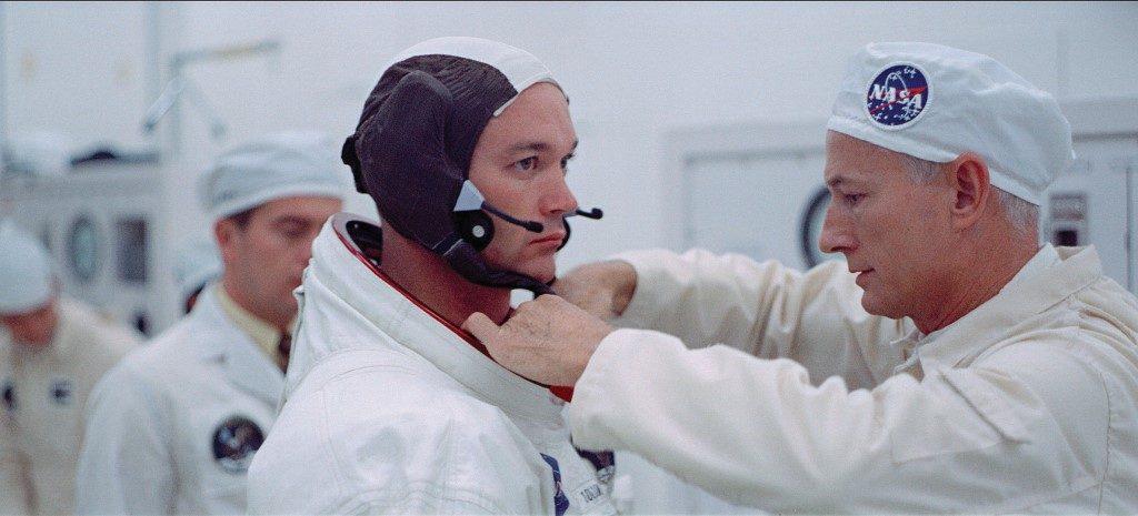 Apolo XI, colocación de traje