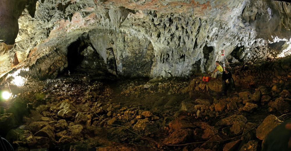 Foto del interior del Yacimiento de Atapuerca, lugar donde se ambienta la novela La huella del mal