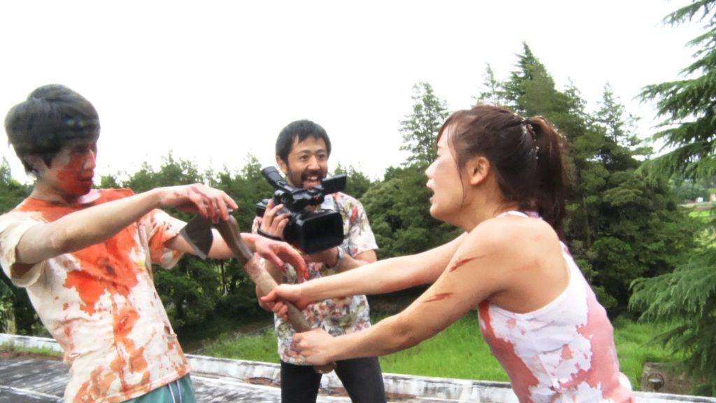 Los zombies han convertido a algunos actores pero el director sigue rodando
