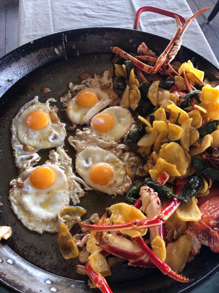 Langosta con huevos