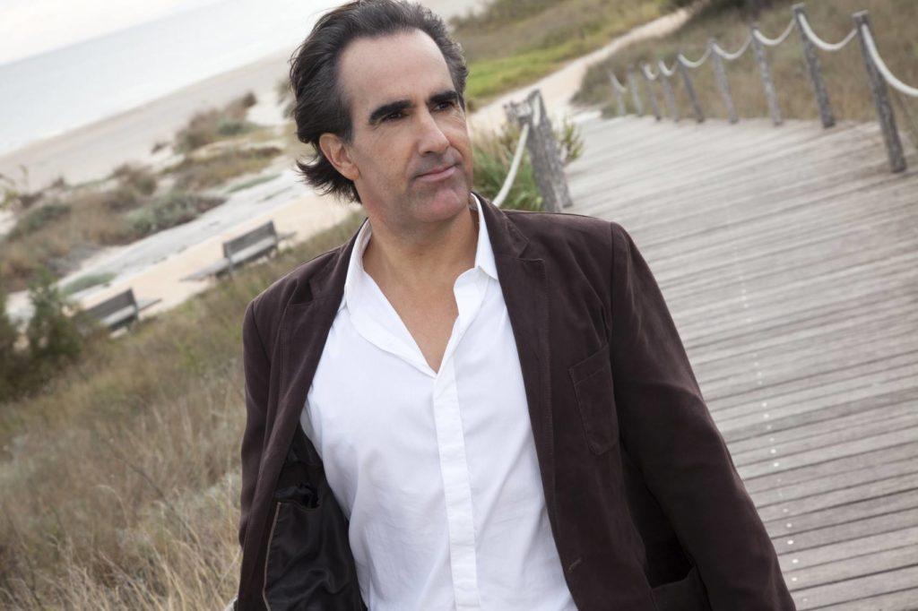 Javier Iriondo autor de La vida te está esperando y  Donde tus sueños te lleven
