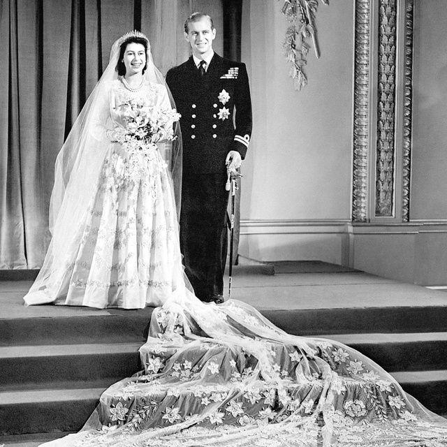 Foto de la boda de la Reina Isabel II, ese traje es la inspiración de la novela de El vestido de Jennifer Robson