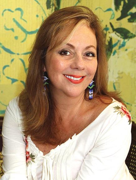 Mayra Montero autora de La mitad de la noche
