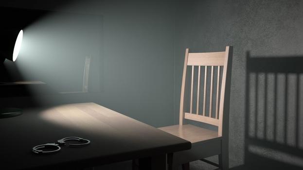 """En la novela """"Intrusión"""" los interrogatorios son los momentos más significativos"""