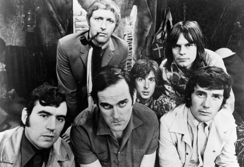 El grupo Monty Python, Terry Jones abajo a la izquierda