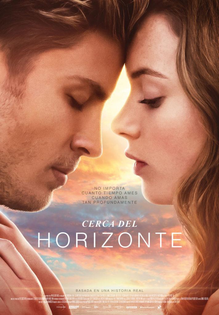 """Póster de la película """"Cerca del horizonte"""" basado en el libro  """"Tan cerca del horizonte"""""""