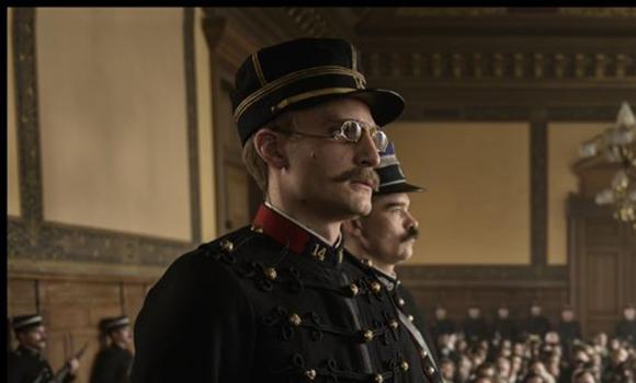 Dreyfus siendo juzgado, El oficial y el espía