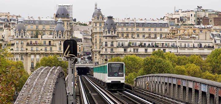 """El metro de París es donde comienza la novela """"Nosotros en la luna"""" de Alice Kellen"""