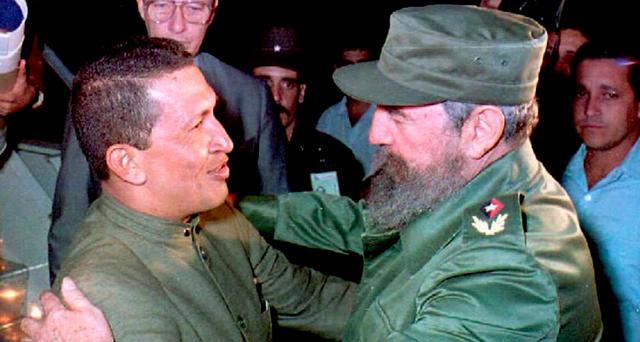 Castro y Chávez en el aeropuerto de La Habana. 1994
