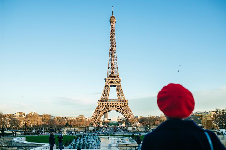 """París, es una de las ciudades principales en """"Adiós, París"""" de Antsey Harris"""