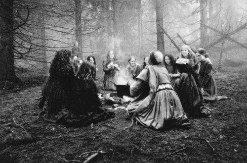 """Foto de archivo que simula a las brujas de Pendle, fundamentales del libro """"Las malditas"""""""