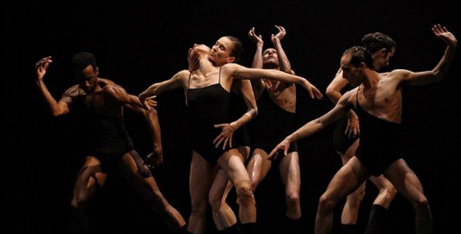 La obsesión compulsiva por la danza y la melancolía es el leitmotiv de la coreografía Love Chapters 2