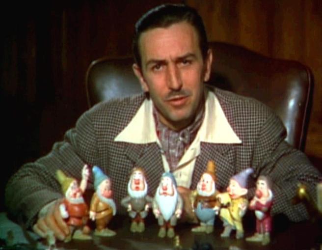 """Imagen de archivo de Walt Disney con los enanitos de Blancanieves, uno de los momentos reflejados en el libro """"Toda una vida para recordar"""""""