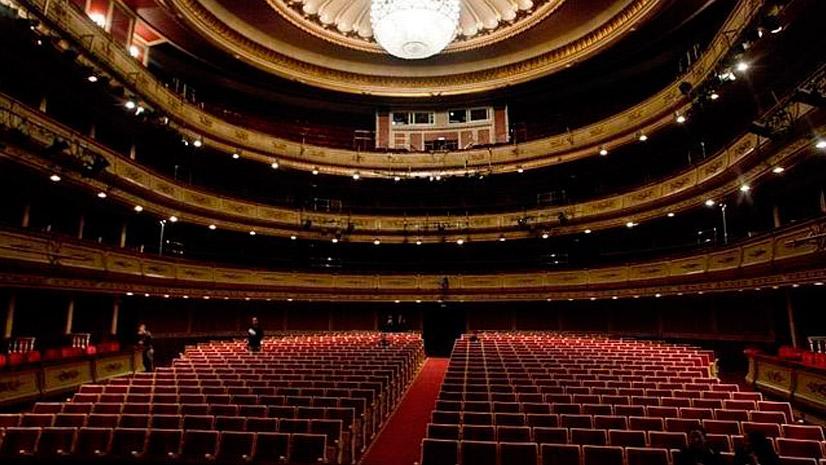 Interior del excelso coliseo madrileño de la zarzuela y la danza Teatro de la Zarzuela