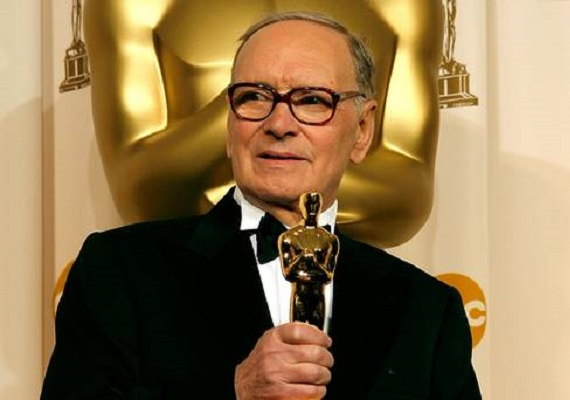 Ennio Morricone con su Premio Oscar