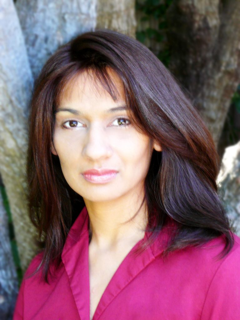 """Foto de archivo de Sejal Badani, autora de """"El secreto de la contadora de historias"""""""