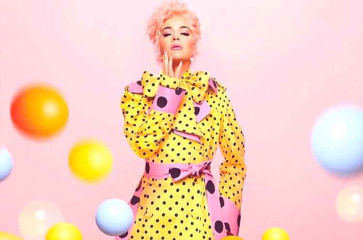 Katy Perry, vestida por Moschino