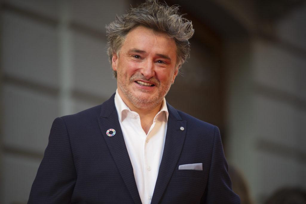 Joseba Fiestras, director del Festival de TV de Vitoria, dice que las plataformas de pago aportan nuevos contenidos y que son muy importantes para el festival