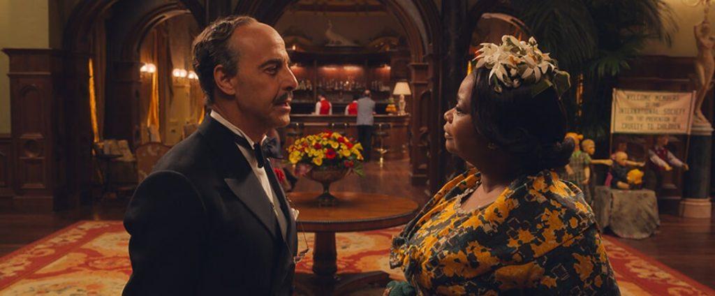 El director del hotel y la abuela