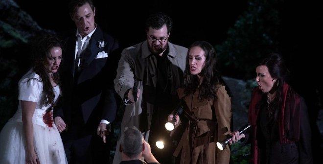 El libreto de la ópera está basado en El burlador de Sevilla, de Tirso de Molina, y Don Giovanni Tenorio o sia il convitato di pietra, de Giovanni Bertati