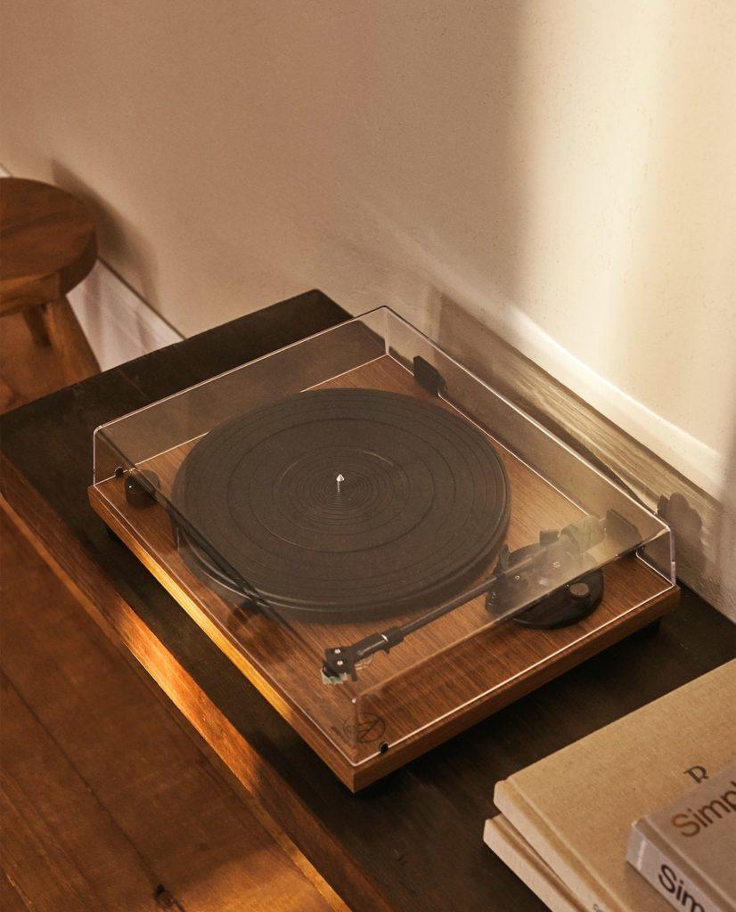 Zara Home y un tocadiscos, el AT-LPW40WN de Audio Technica