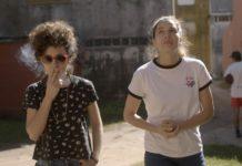 Renata e Iris caminando, Las mil y una