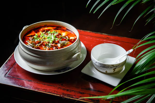 Cazuela de lubina fina con verduras y jugo spicy 2 Hutong