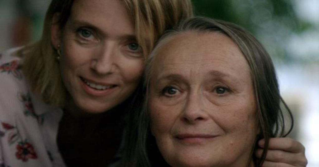 Madre e hija, a punto de sufrir un tsunami al develarse un secreto- Entre nosotras