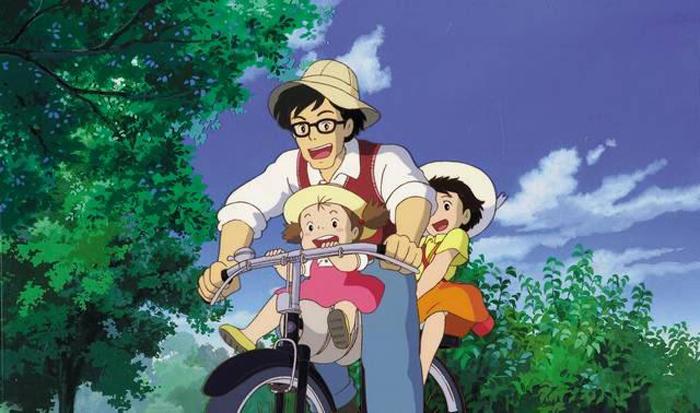 Mei y Satsuki con su padre. Mi vecino Totoro