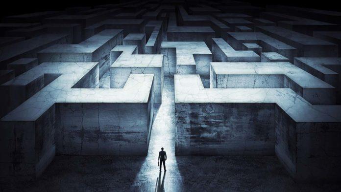 Foto para la reseña de 'Muerte en el laberinto' de Fernando García Ballesteros