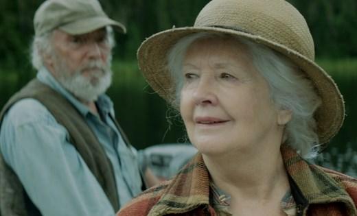 Marie descubriendo el mundo, amparada por Charlie. Y llovieron pájaros