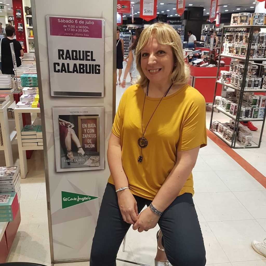 Foto de Raquel Calabuig, autora de En Bata y con zapatos de tacón