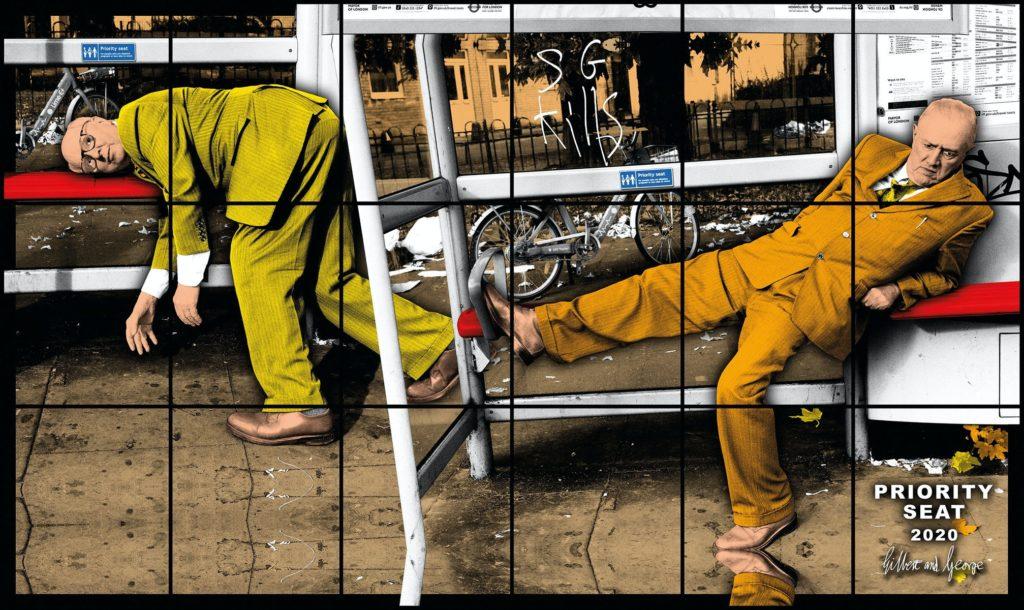 """Gilbert & George están más arraigados en el Londres moderno que las bicicletas del Santander. Ver al dúo artístico caminando por el East End genera un zumbido vertiginoso similar al avistamiento del Yety. Han vivido en la zona desde 1968, en la misma casa georgiana del siglo XVIII.  Pasar unas horas con estos provocadores pintores es cualquier cosa menos gris. Es divertido, a menudo revelador, surrealista y en general  raro pero de una forma genial. """"Es nuestro 50 aniversario de hacer fotos este año"""", dice George Passmore, a sus 79 años, el mayor de los dos."""