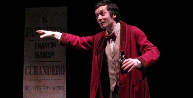 El actor Felipe Andrés es el protagonista de El curandero, una obra basada en hechos reales del dramaturgo irlandés Brien Fiel