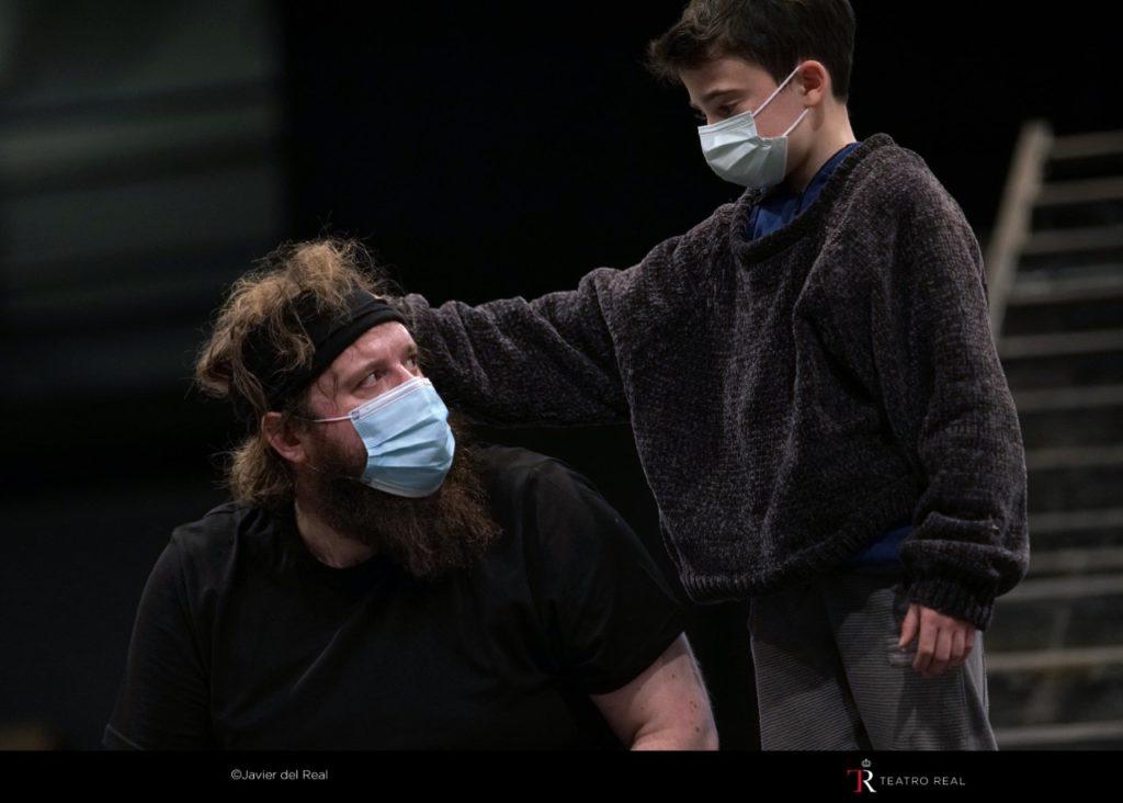 La ópera Peter Grimes reflexiona sobre el poder destructivo de una sociedad hipócrita