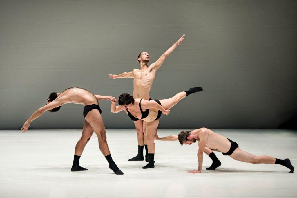 El espectáculo Graces entremezcla la danza, la performance y el teatro físico