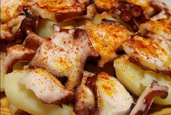 El pulpo a la gallega es uno de los platos más demandados del lugar