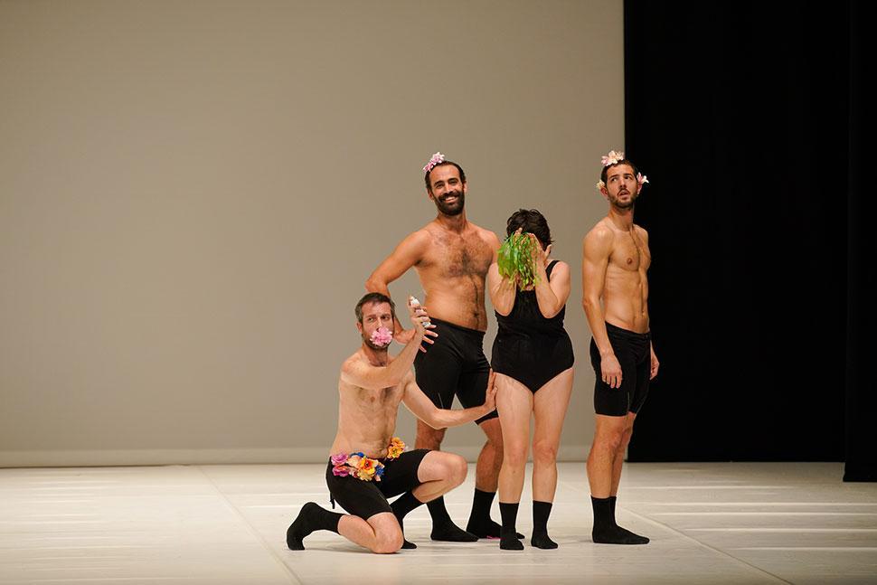 En contenidos, el montaje cuestiona los estereotipos de género, las identidades y el concepto de virtuosismo