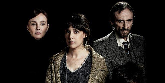 En El hombre almohada Belén Cuesta (en el centro) es una escritora de relatos de terror acusada de participar en una serie de asesinatos