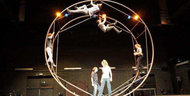 La rueda del espectáculo es una metáfora del Universo