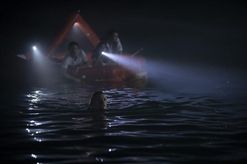 Kaz (Katrina Bowden) se la juega para recuperar un remo