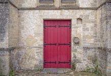 Portada de La puerta roja de Claudia Catalán
