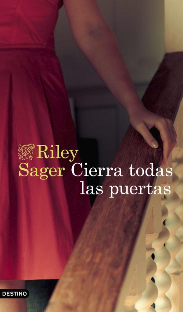 Portada de Cierra odas las puertas de Riley Sager
