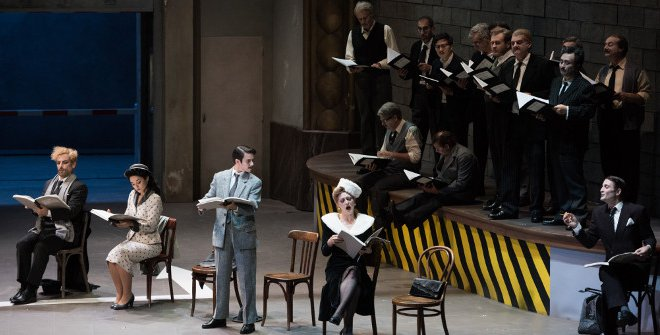 El argumento de esta opereta presenta a una compañía ensayando una ópera y resulta todo un caos