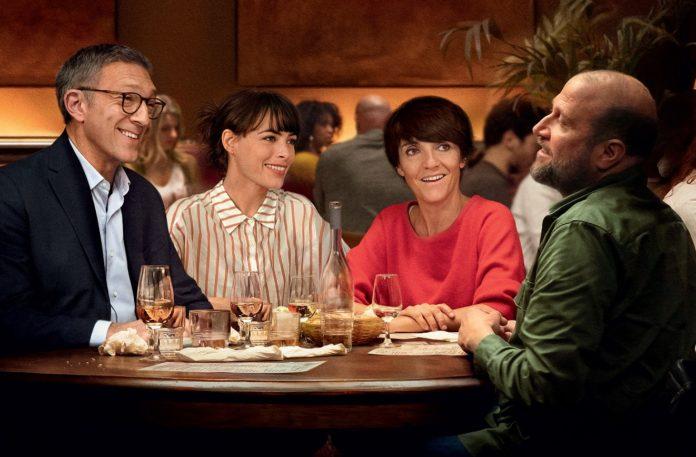 Cuatro amigos cenando, envidia sana