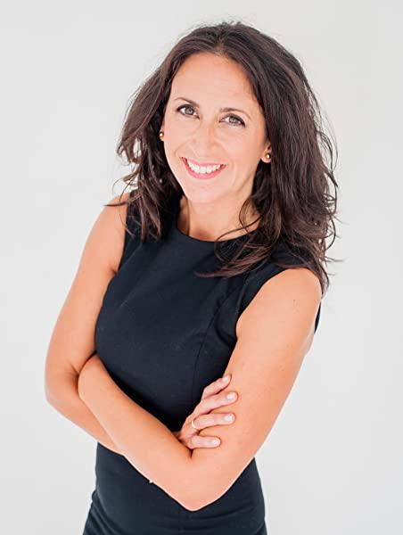 Foto de María Oruña, autora de Lo que esconde la marea