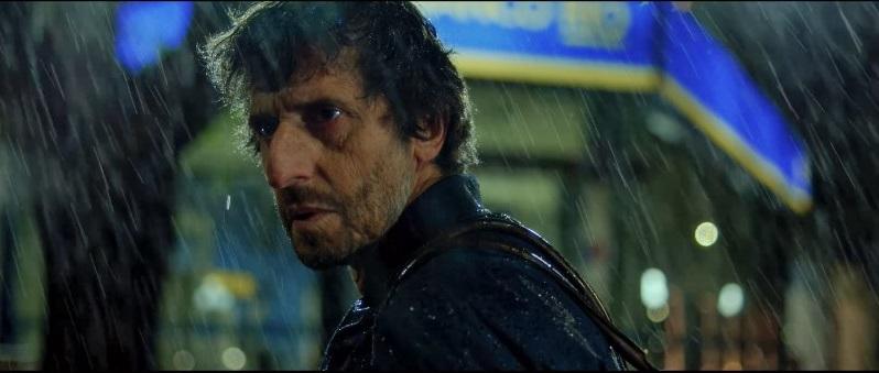 Araujo tiene un momento de inspiración bajo la lluvia